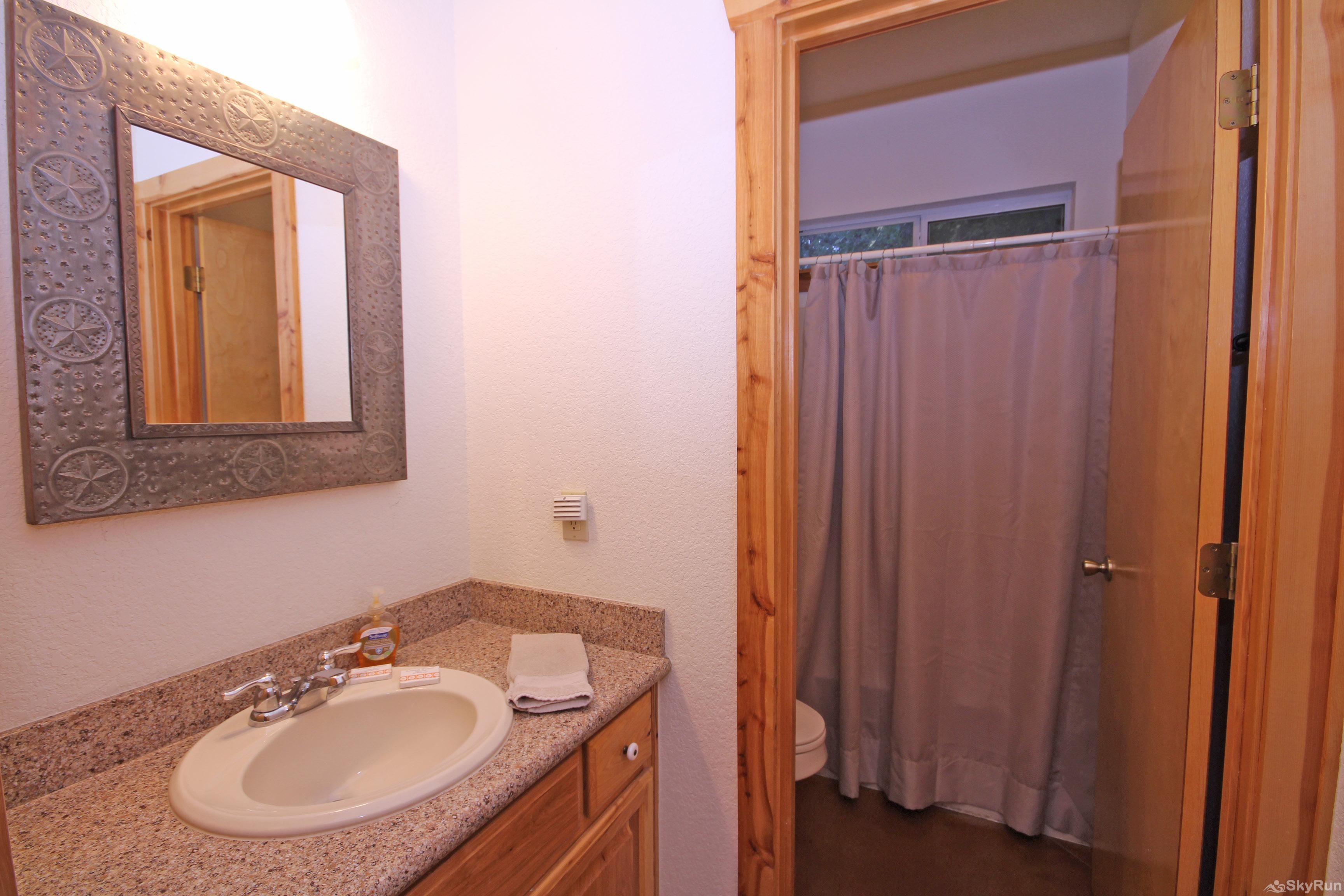 MARICOPA RIVER RESORT Full Bath with Shower/Tub Combo