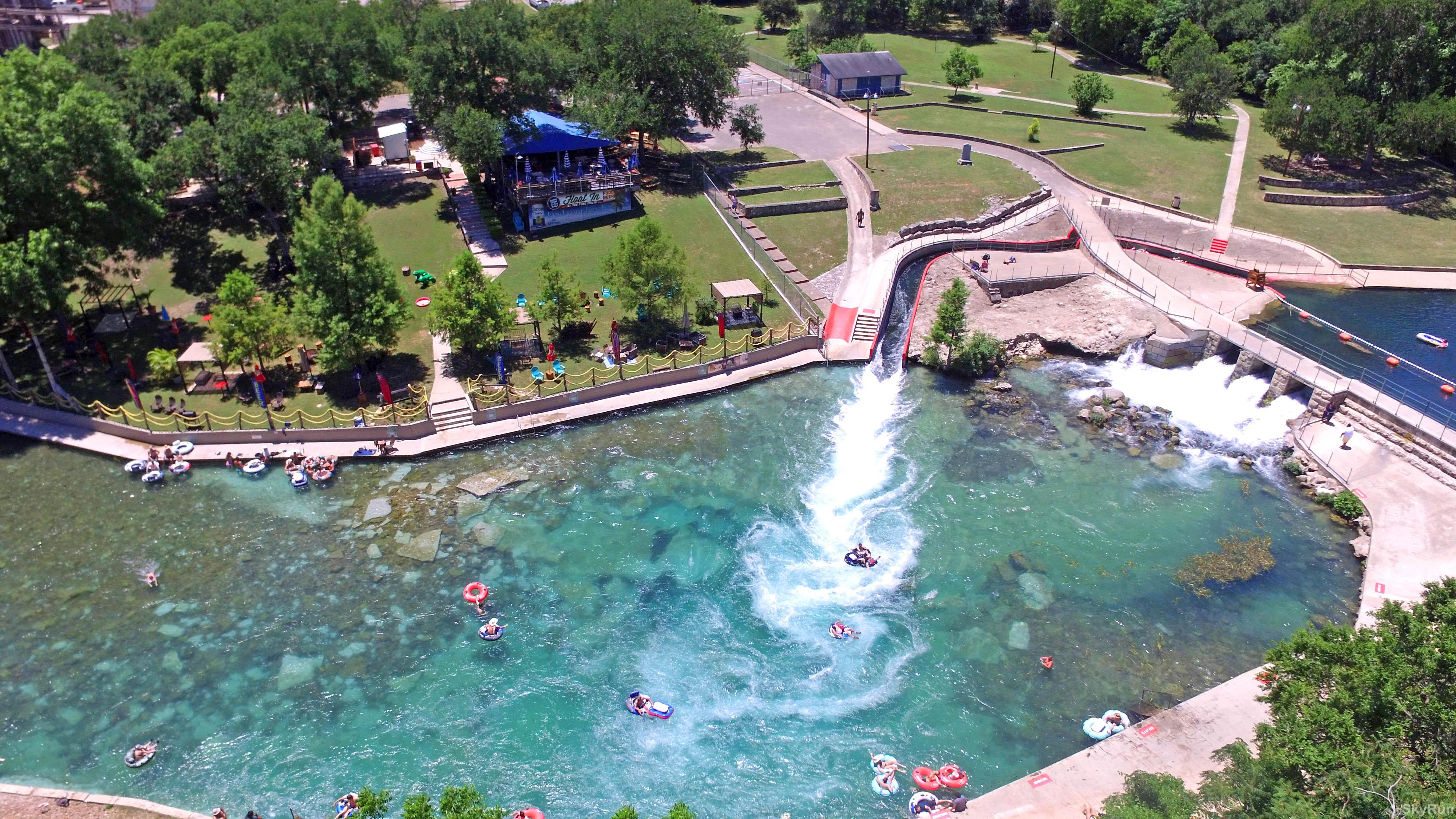 WATER'S EDGE RETREAT Comal River Tube Chute in nearby New Braunfels