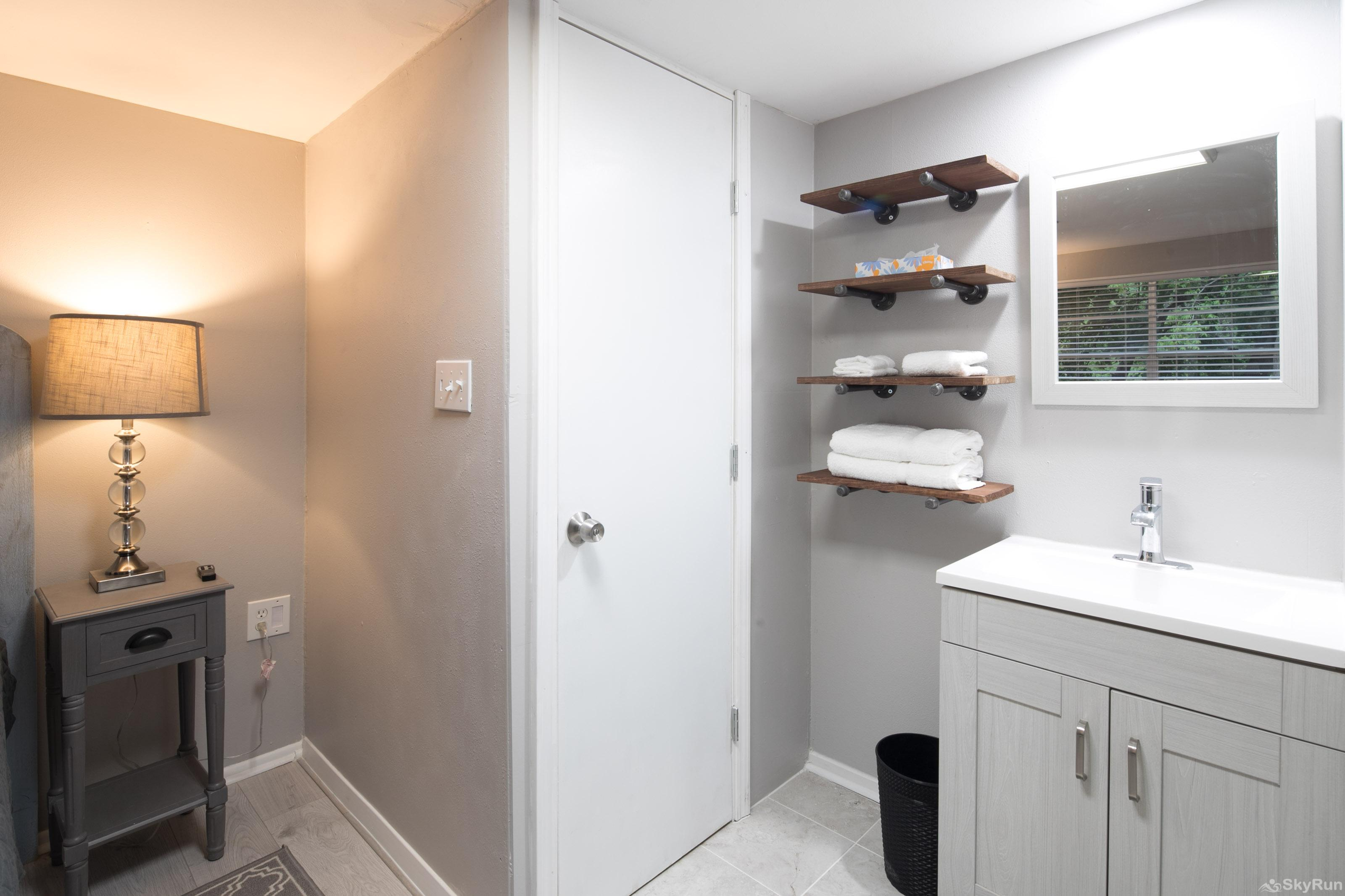 RIVER ROSE Second bathroom vanity area