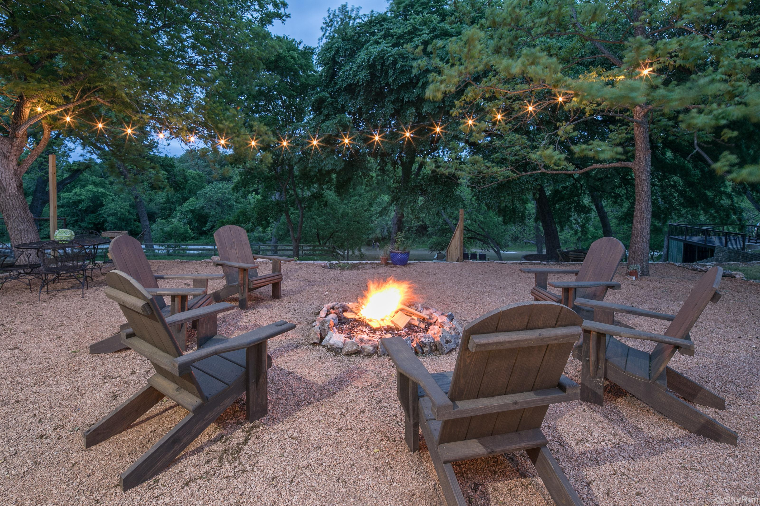 RIVER ROSE Riverfront campfire area in the backyard