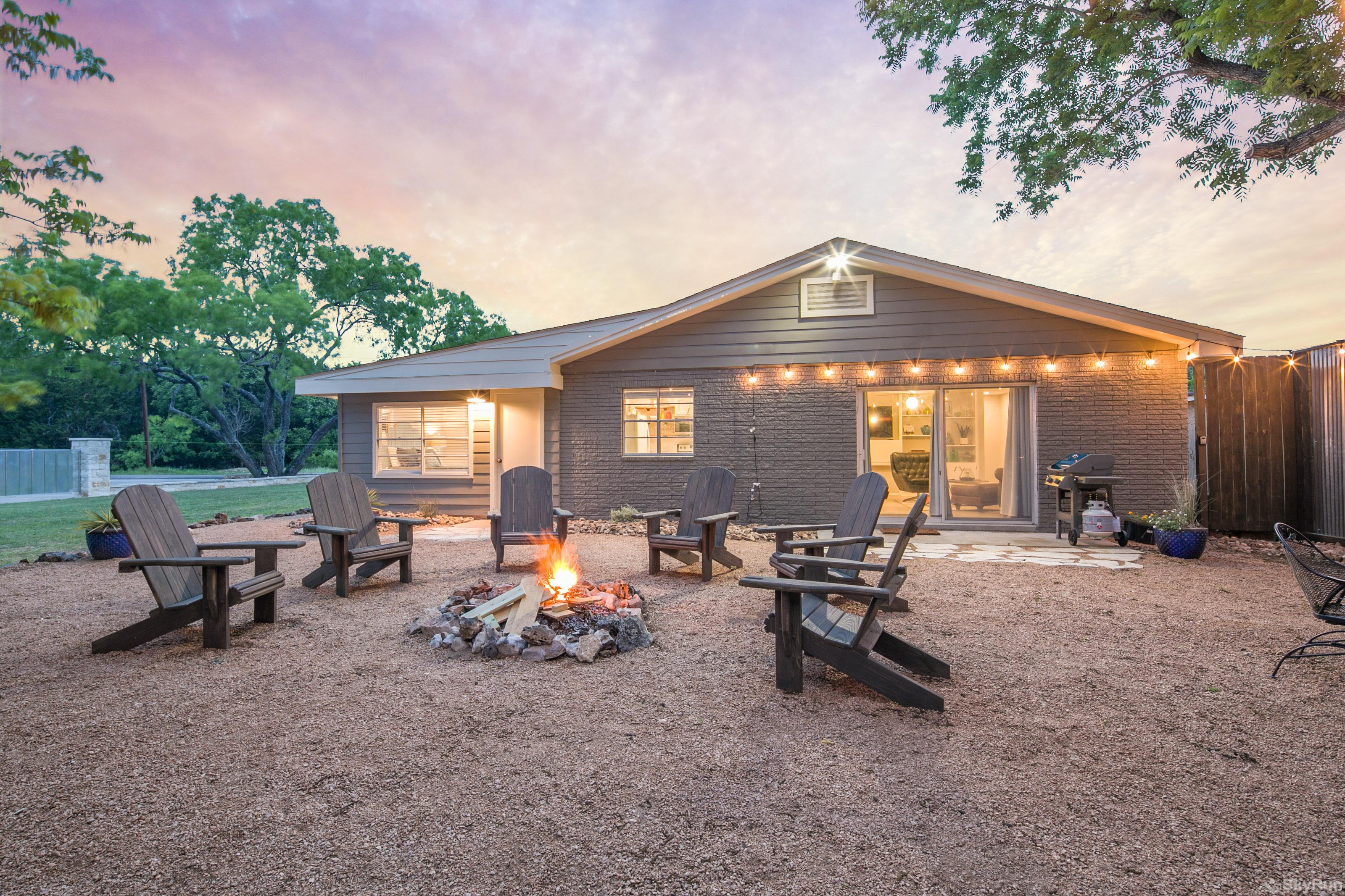 RIVER ROSE Backyard seating and campfire area