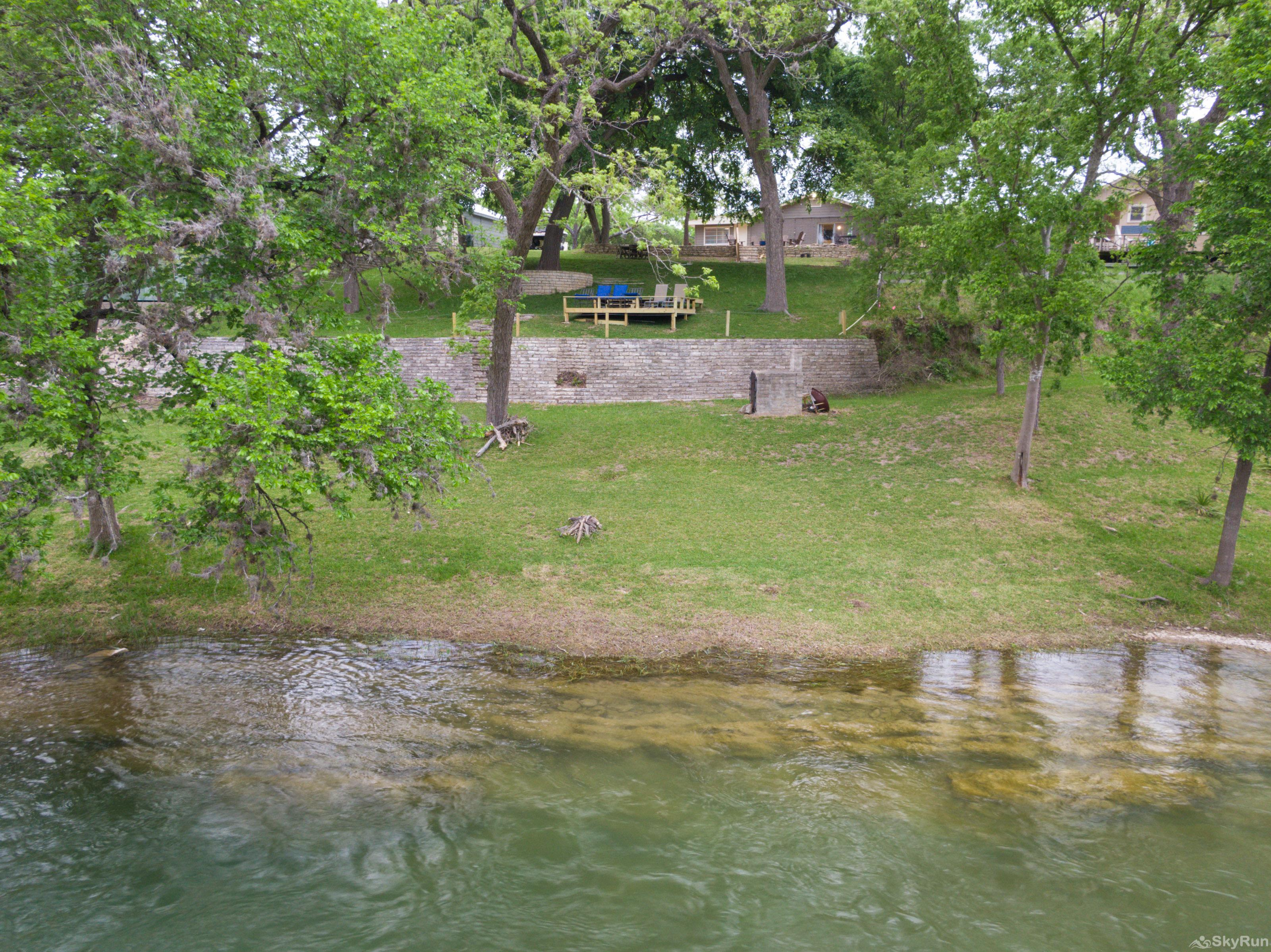 RIVER ROSE Crystal clear riverfront in the backyard
